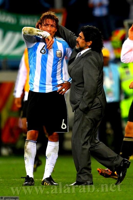 ألمانيا تنقذ مارادونا من الركض عاريا في الشوارع.. نكسة منتخب الأرجنتين بالصور
