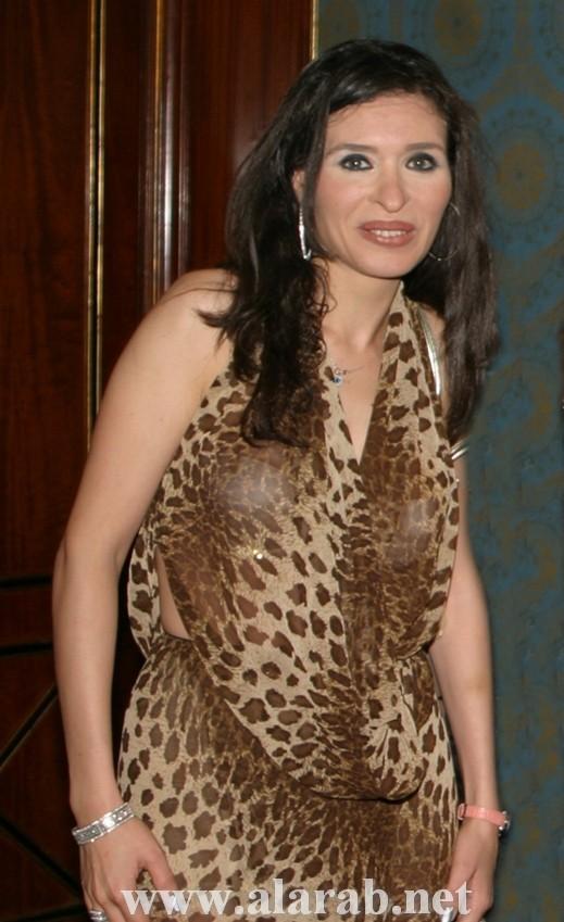 فستان عاري يسبب تصاعد الأزمات بين راقصات مصر الثلاث:دينا ولوسي وبوسي
