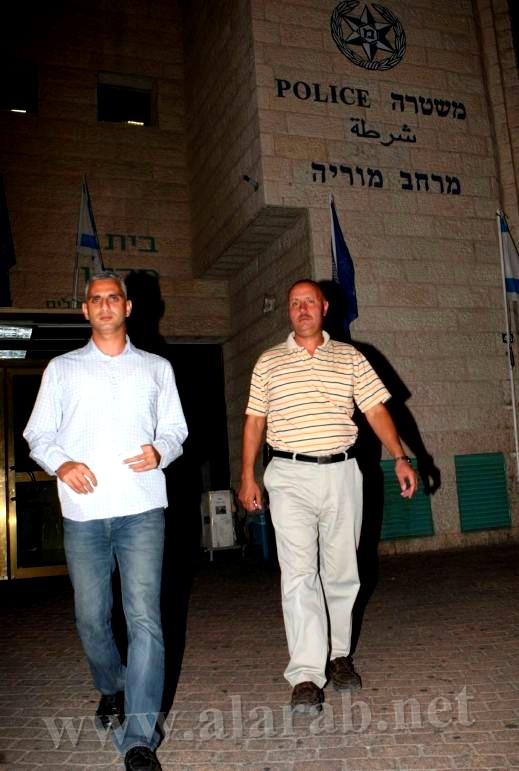 حارس في مجمع تجاري في القدس يعتدي على الياس كرام مراسل قناة الجزيرة بالضرب