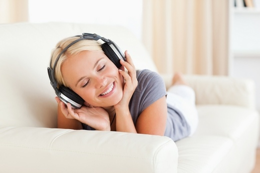 دراسة حديثة تكشف علاقة الغناء بمرض الأعصاب