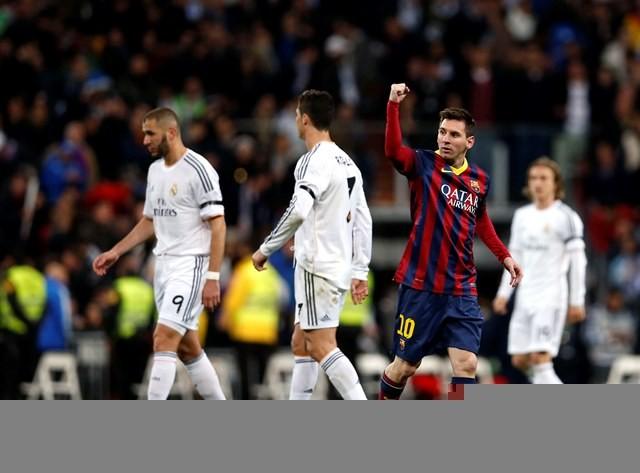 برشلونة يقهر غريمه ريال مدريد 4-3 في عقر داره في كلاسيكو مثير بالدوري الاسباني
