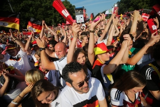 بالصور:استقبال جماهيري حاشد للمنتخب الألماني المتوج بكأس العالم
