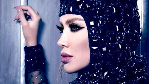 ليدي- مايا دياب: لم أضع الحجاب مع الشورت!