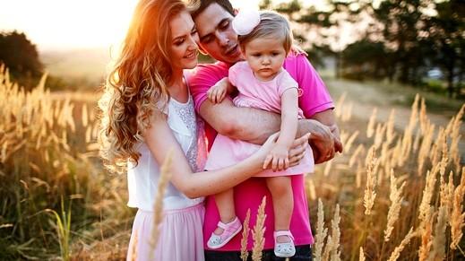 تضعضع العلاقة الزوجية لنحو أربع سنوات بعد الإنجاب