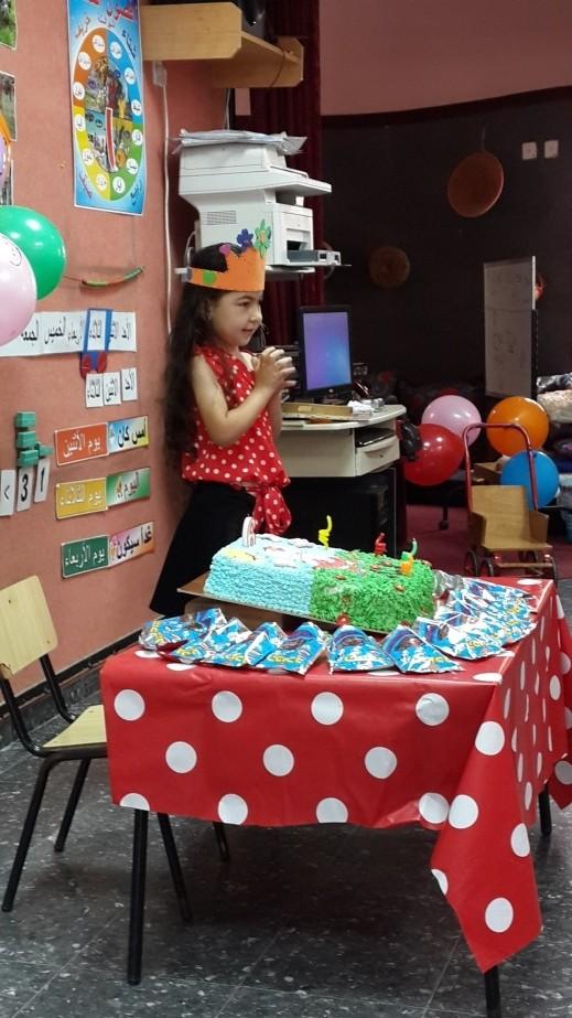 لمار حسين تحتفل بعيد ميلادها