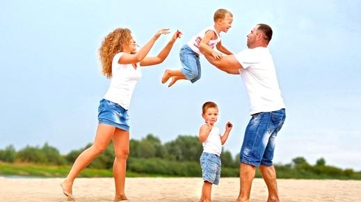 أيّها الزوج: العمل وجني الأرباح ليس أهم من العائلة