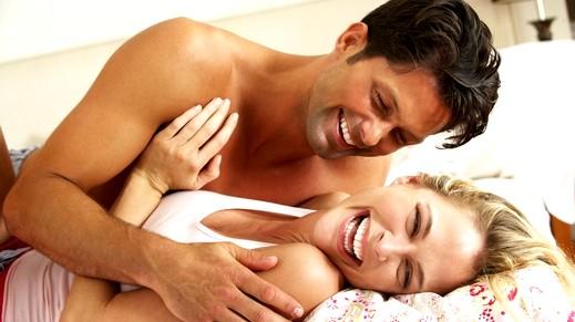 الحب والعناق لهما أثارًا ايجابية على صحة الزوجين