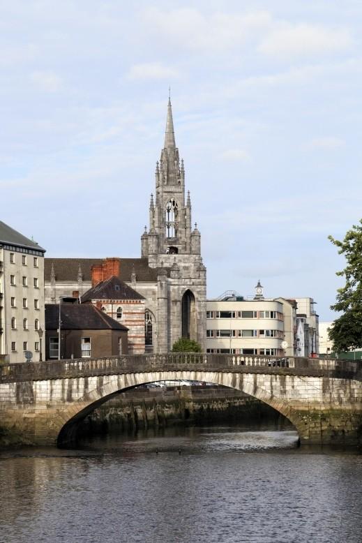 سافروا بنزهة ممتعة الى كورك- إيرلندا