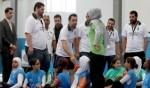 تشافي هيرنانديز يزور مخيمًا للاجئين الفلسطينيين