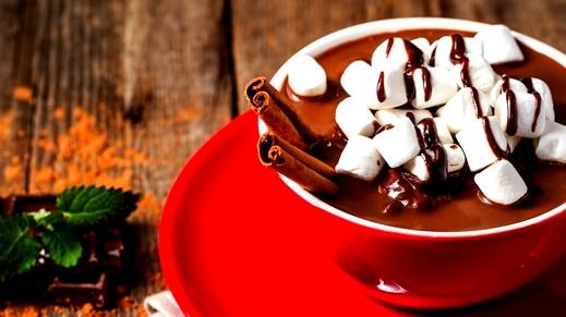 ليلتكم دافئة مع مشروب الشوكولاطة بالقرفة
