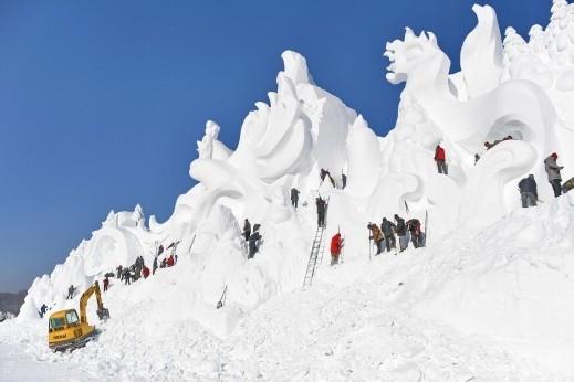 منحوتات الثلوج العملاقة،