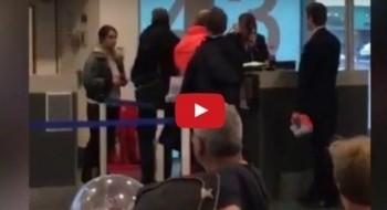 فيديو: مسافرة تصفع إحدى عاملات مطار في