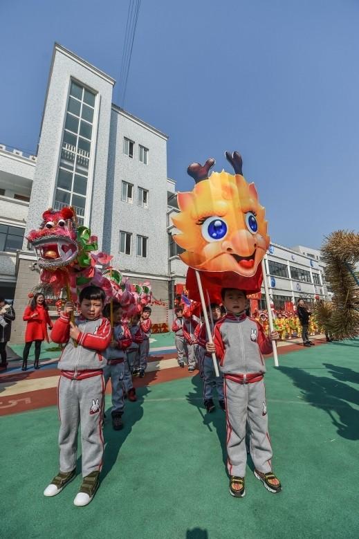 رقصة التنين الشهيرة الصين