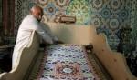 مصري يعمل على كتابة أكبر نسخة من القرآن