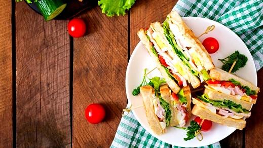 وجبة سريعة للفطور: ساندويش الجبنة والبيض