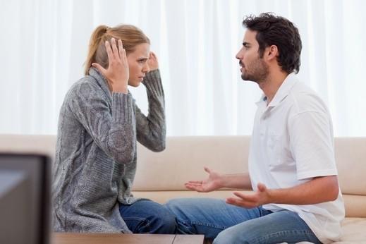 عزيزتي: كيف تتصرّفين بوجود غيرة زوجك؟