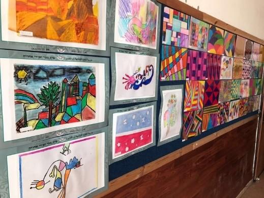 أم الفحم: إفتتاح معرض فنون في مدرسة الأخوة