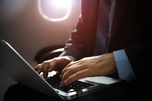 الحظر الإلكتروني يؤثر على حركة الطيران