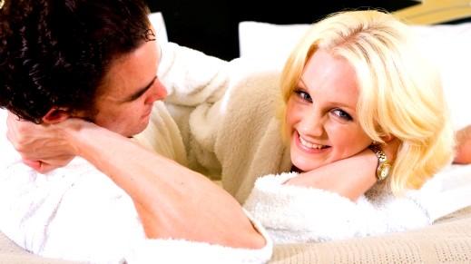 العلاقة بين الزوجين.. بين تحسين المزاج