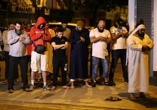 عملية دهس لمصلين قرب مسجد فينسبري بارك