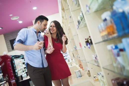 العطور.. سرّ يملك تأثيرًا كبيرًا على زوجك