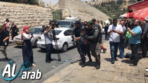 أجواء مشحونة في القدس: أداء الصلاة قرب باب الأسباط