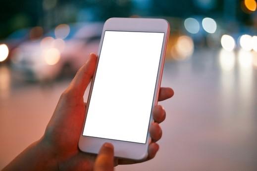 باحثون: هاتف ذكي يعمل دون بطارية في المستقبل!