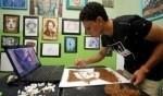 فنان مصري يبدع رسومات بواسطة التبغ!