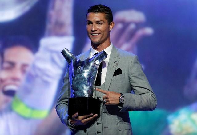نجم أتلتيكو مدريد: كرستيانو لا يستحق الكرة الذهبية
