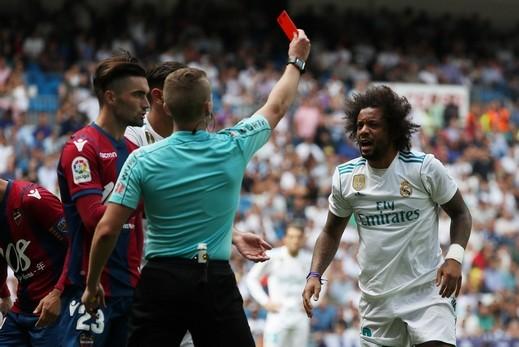 مارسيلو يغيب عن ريال مدريد لإيقافه مباراتين