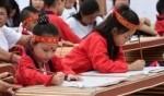 أطفال الصين يحتفلون بحروف الكتابة