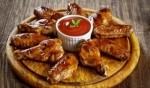 طبقنا شهي وسهل: أجنحة الدجاج بصلصة البافالو