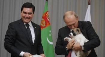 صور: الرئيس التركماني يهدي بوتين جروا!