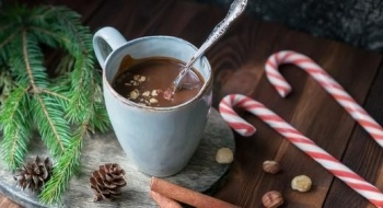 استمتعوا بالشوكولاطة الساخنة بالبندق في الشتاء