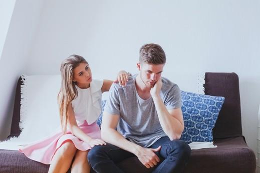 كيف يمكنك التعامل مع زوجك الحزين؟