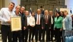 مجلس طرعان يستلم جائزة للتربية والتعليم