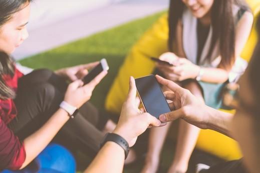 إدمان الهواتف الذكية.. مشكلة حقيقية ومحرجة!