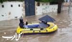 مواطنون يتنقلون بالقوارب في شوارع قلنسوة