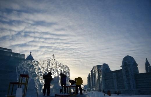 مسابقة النحت على الجليد..صور رائعة