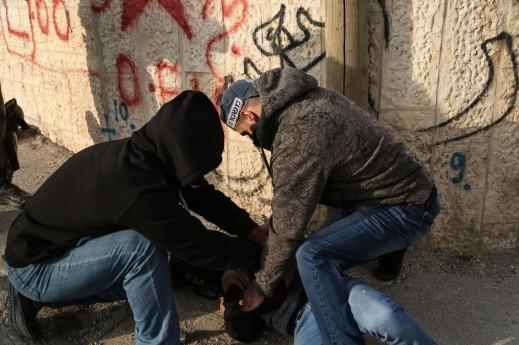 اعتقال 3 اشخاص بشبهة الاخلال بالنظام في ابو ديس بالقدس