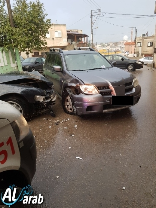 حادث طرق بين سيارتين في بلدة كفرقرع
