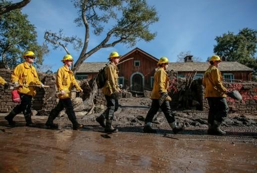 ارتفاع حصيلة قتلى الانهيارات الطينية في كاليفورنيا