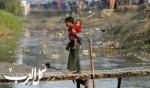 أطفال الروهينجا يعيشون بين القمامة والمجاري.. صور