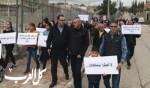 عارة تتظاهر ضد العنف والسرقات