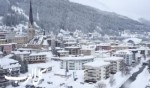الثلوج تدفن مدينة دافوس السويسرية
