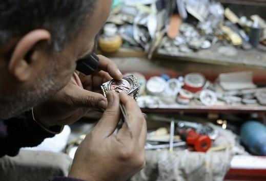 مصر: محل شعبي للساعات يجذب السياح والمصورين