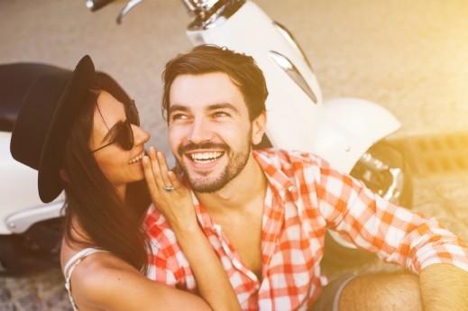 المزاح قد يدمّر حياتكما الزوجية! كيف ومتى؟
