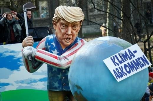 لألمان يسخرون من ترامب وميركل