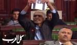 فيديو- نائب تونسي يمزق علم اسرائيل