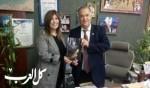 ايمان مصاروة تقدم جديدها لرئيس بلدية الناصرة